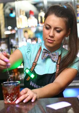 Работа для русских в Китае: для девушек и парней - преподавателем, аниматором, барменом в ресторане