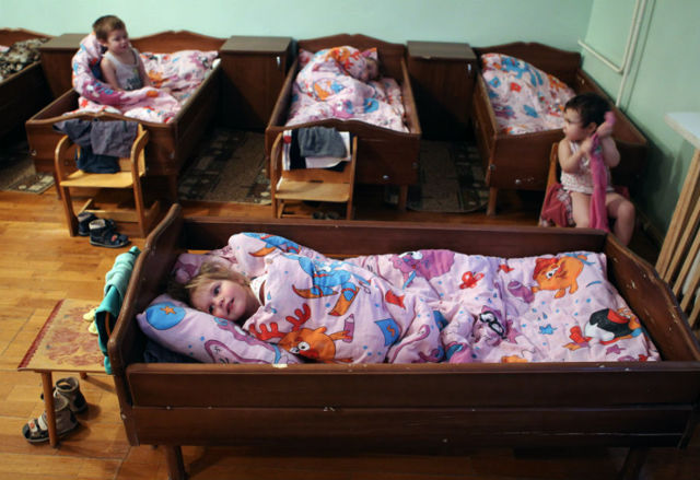 Статистика брошенных детей: количество социальных сирот в России