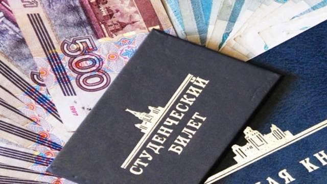 Взять кредит с 18 лет: условия предоставления денег студентам