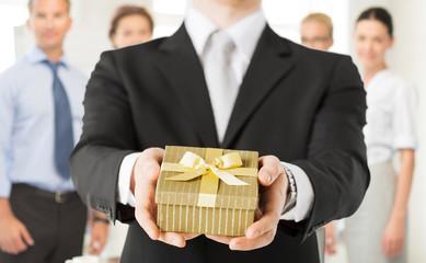 Корпоративные подарки: идеи для производства и продажи сувениров