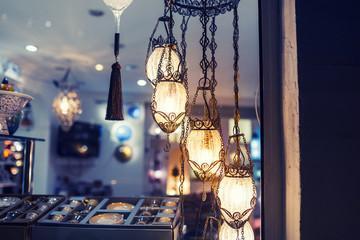 Антикварный магазин: как заработать, продавая старинные вещи