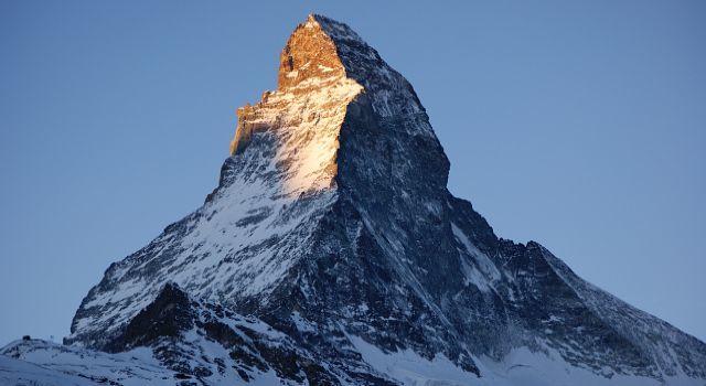 Статистика восхождений: покоренные вершины, погибшие альпинисты